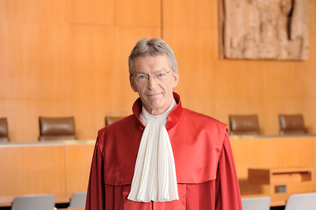 Portrait of Prof. Dr. Michael Eichberger