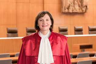 Portrait of Prof. Dr. Christine Langenfeld